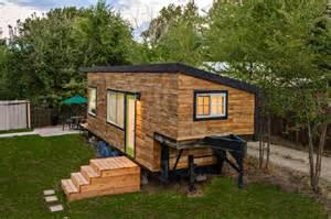 home depot interior door installation cost maison construite avec des planches de palettes en bois