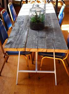 14 inspiring diy projects featuring reclaimed wood furniture for Barnwood outdoor table