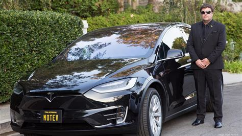 Celebrities Arrived To Oscars 2017 In Tesla Model X And