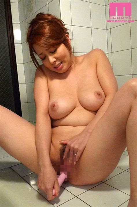 Reporter Yumi Kazama Forced To Work Naked At A Hot Spring