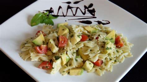 pates aux basilic frais salade de p 226 tes au basilic passetempscuisine