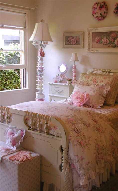 Country Cottage Bedroom Decorating Ideas by
