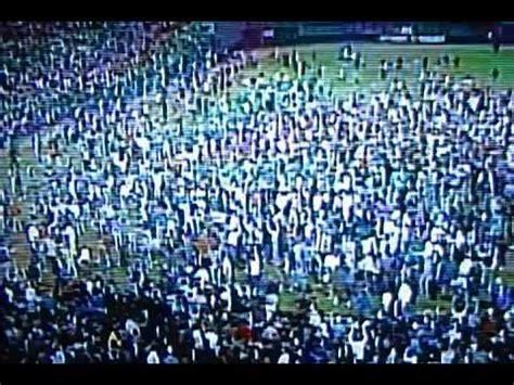 shea stadium fans rush field mets clinch pennant