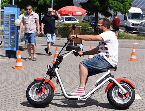 E Scooter Elektroroller Mit Stra 223 Enzulassung Zwischen