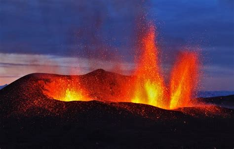 This brings the player to vulcan island shore. Wallpaper the volcano, the eruption, Iceland ...