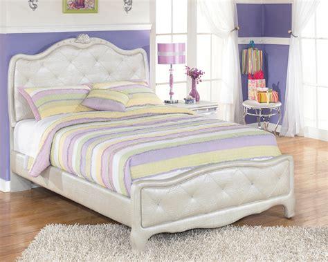 Zarollina Youth Upholstered Bedroom Set, B1826362