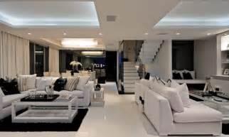 villa wohnzimmer modern glas und weiß couchtisch design ideen für das moderne wohnzimmer