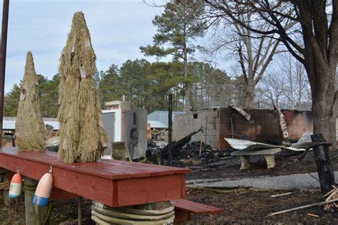 Restaurants près de halesford harbour inn. Early morning fire razes Virginia Dare Marina, Beacon Pub ...