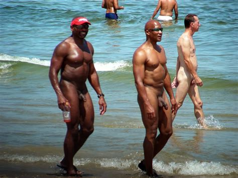 Spy Cam Dude: Nude beach