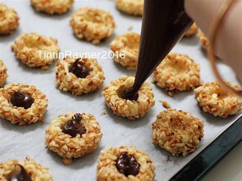 Thumbprint cookies are also perfect for any party or get together since people can customize cookies with their favorite store your baked thumbprint cookies in an airtight container at room temperature. Resep Peanut Choco Thumbprint Cookies renyah+step by step oleh Tintin Rayner | Resep | Kue ...