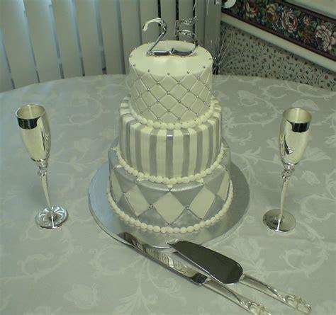silver anniversary cake butter cream  fondant