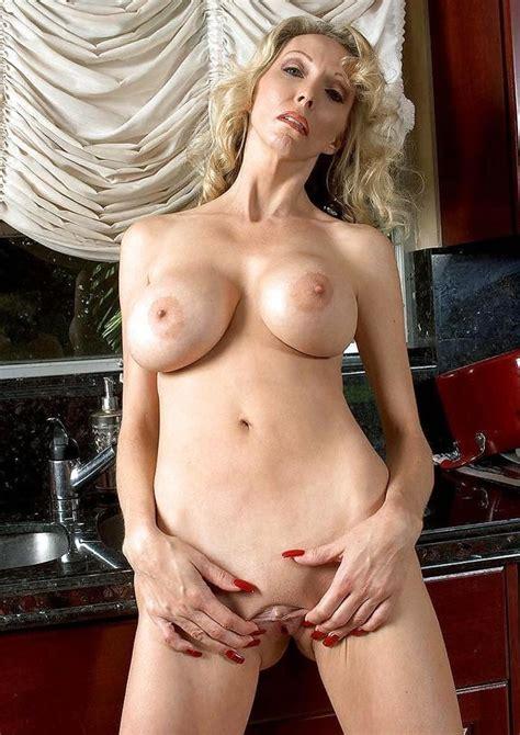Huge Titted Platinum Blonde Granny Ophelia Vixxxen Zb Porn
