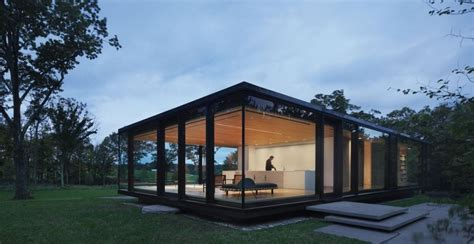 steel frame sustainable weekend house   glass