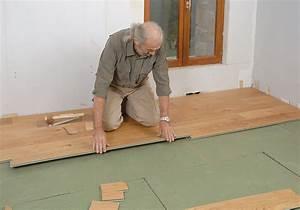 Plancher Bois Pas Cher : pose de plancher flottant le bois chez vous ~ Premium-room.com Idées de Décoration