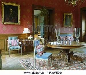 Blaue Quadrate Mit Tisch : antiker tisch und st hle im land esszimmer mit tapeten und ~ A.2002-acura-tl-radio.info Haus und Dekorationen