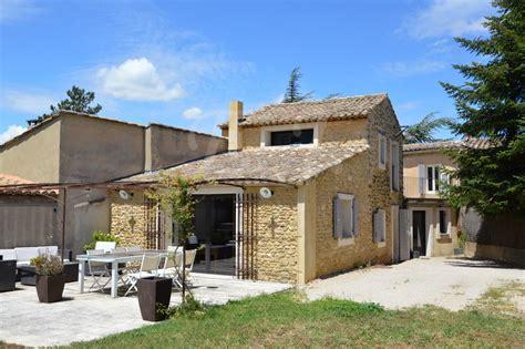 maison de village  maubec au calme avec jardin  terrasse face au luberon bien vendu