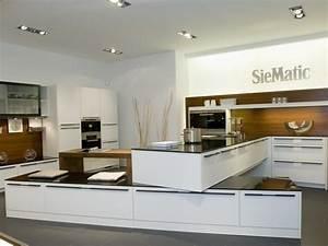 modele cuisine blanc laque 3 d233tail dune cuisine With modele cuisine blanc laque