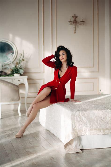 Premium Photo Sexy Brunette Girl In Red Blazer Seductive