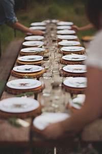 Sous Assiette Bois : rondin de bois sous chaque assiette wedding pinterest decoration table table et deco table ~ Teatrodelosmanantiales.com Idées de Décoration