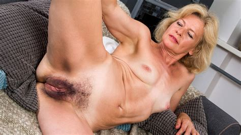 Mature Woman Reveals Her Hairy Pussy Hd Porn Xhamster De