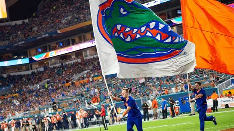 Gators football 'paused' as COVID-19 cases climb - ABC7 ...