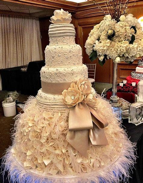 modern cake stand vanilla cakes wedding planer