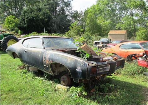 couple 1969 gto judges barn finds pinterest abandonn 233