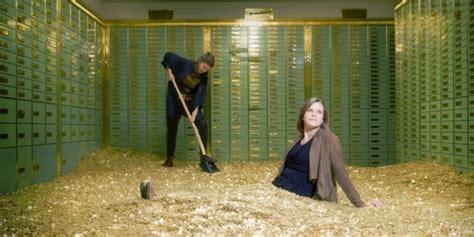 bureau de change argent photos un coffre fort façon picsou en vente en suisse
