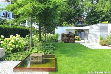Moderne Kleine Gärten by Garten Hang