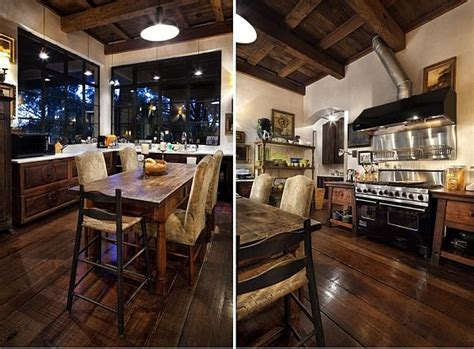 Contrastive house in Austin, Texas combining antique