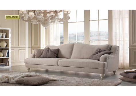 divano e poltrona salotto solange di produzione artigianale composto da