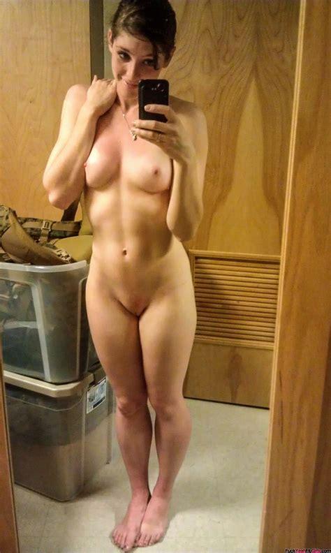 nackt chick selfie