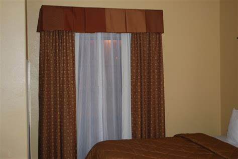 Curtains & Drapery Hardware Used In Hotels