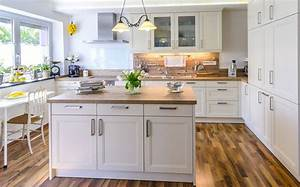 Cuisine modele cuisine blanche avec beige couleur modele for Modele de cuisine blanche