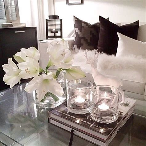 chic modern living room  fresh flowers decor design