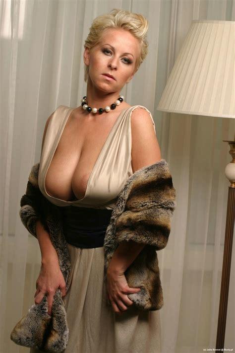 julia sonnet classy nude
