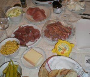 Fleisch Für Raclette Vorbereiten : raclette grill der party grill mit den raclette pf nnchengrillideen mehr ~ A.2002-acura-tl-radio.info Haus und Dekorationen