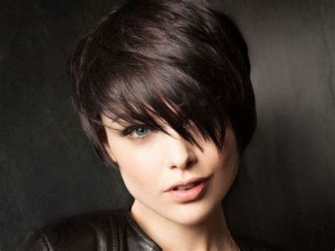 20 Stylish Short Hairstyles For Women With Thick Hair Easy Braid Hair Styles For Long Hairstyles To Make Face Look Thinner 2 How Your Curly Straight Forever Create Soft Curls In Do A Half Up Down Hairstyle With Dying From Brown Ash Blonde Haircuts Side Bangs Slimmer