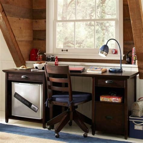 bureau pour ado gar輟n le bureau en bois massif est une classique qui ne se démode pas archzine fr