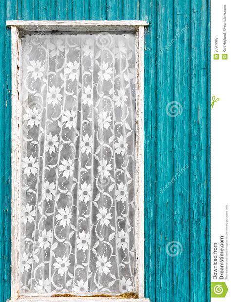 vieille fen 234 tre de porte de vintage avec le rideau en dentelle blanc image stock image 95909909