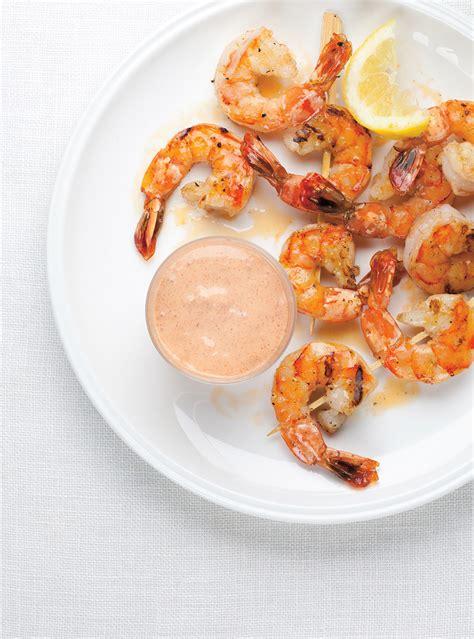cuisiner crevette cocktail de crevettes aux oeufs mollets la recette
