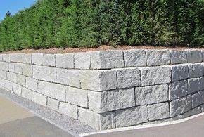 Betonsteine Gartenmauer Preise : schwergewichtsmauer granitquadermauer st tzmauer ~ Frokenaadalensverden.com Haus und Dekorationen