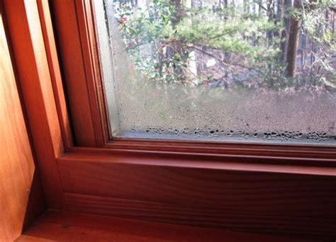 Почему пластиковые окна потеют. Вода на окнах а так же конденсат и точка росы.