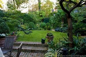 un tres petit jardin plante d39un abricotier de roses d With amenagement d un petit jardin de ville 0 amenagement jardin de ville avec bassin marseille