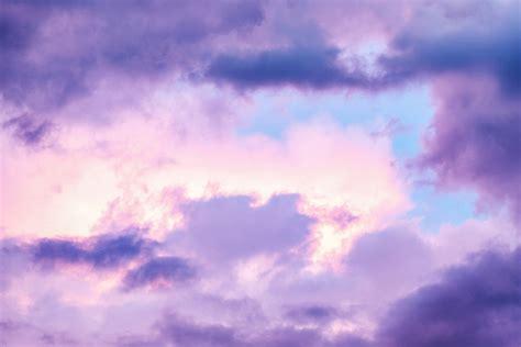 gambar suasana awan awan siang hari latar belakang