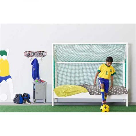 modele de chambre pour ado garcon lit enfant football pin blanc ma chambramoi