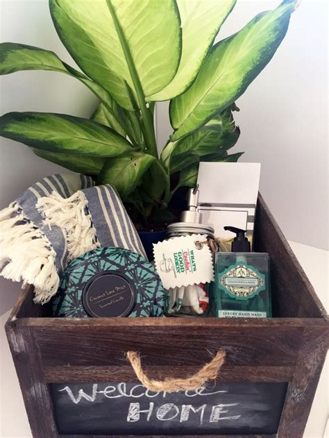 Home Design Gift Ideas by 25 Best Ideas About Housewarming Gift Baskets On