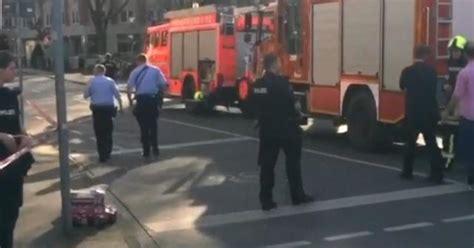 police  dead  car crashes  crowd