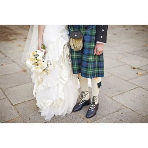 traditional scottish clothes  women synonym