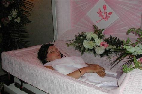 See full list on ghostcitytours.com Beautiful Girls & Women Dead in Their Coffins